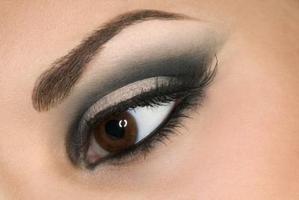 olhos esfumacados