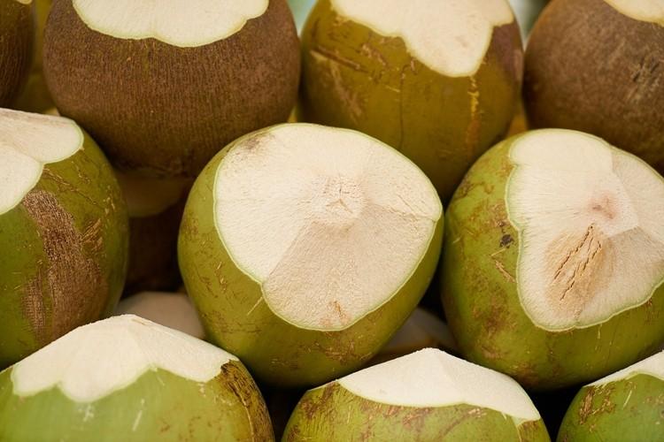 quais as maneiras de aproveitar a água de coco?