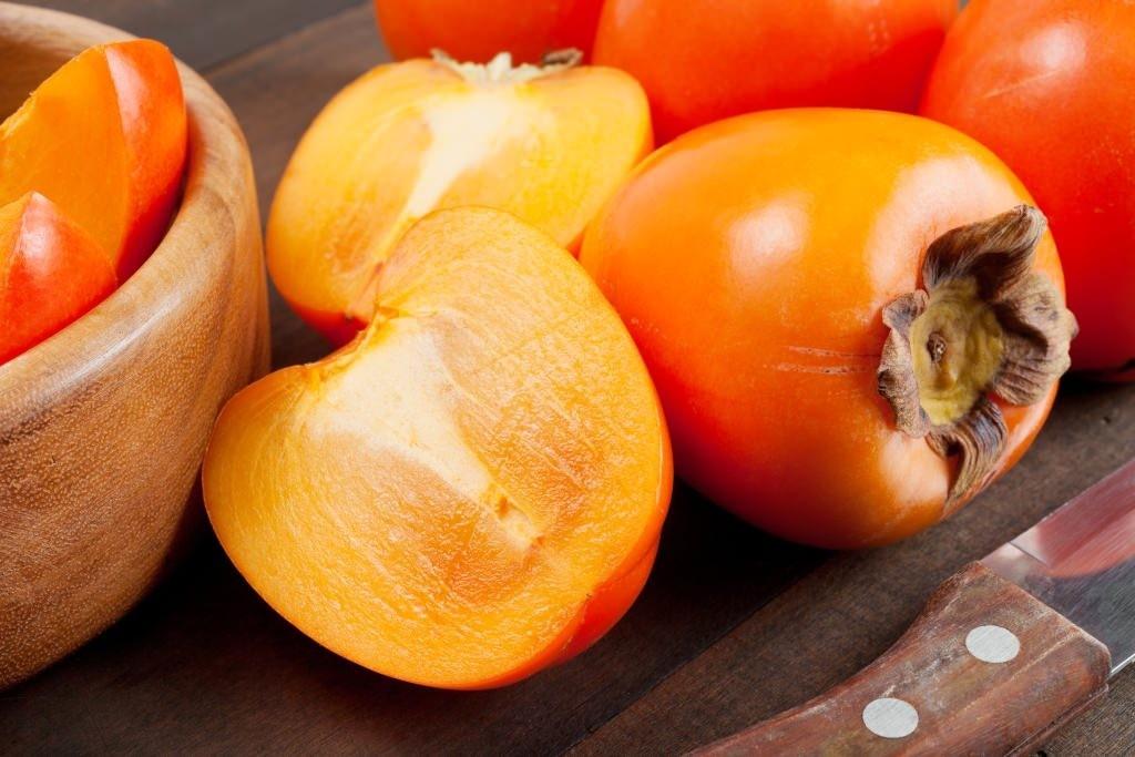 o caqui é delicioso e fácil de ser adicionado em sua dieta