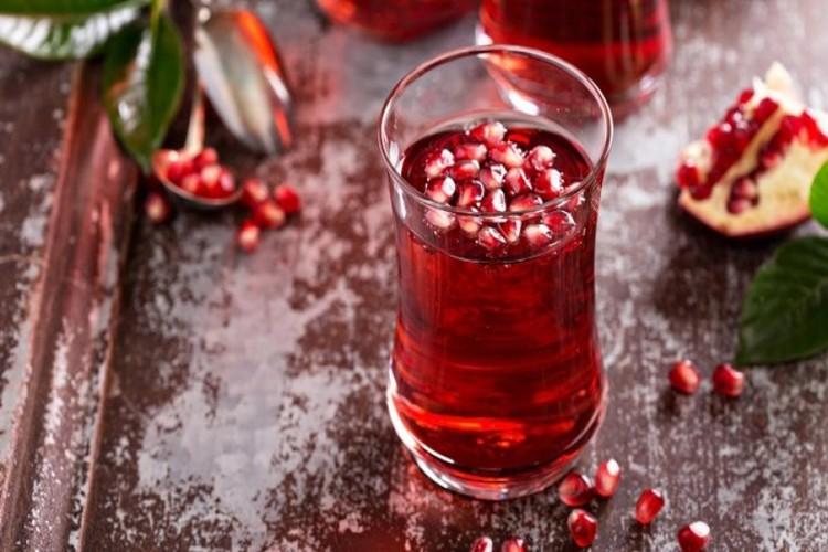 quanto suco de romã é saudável?