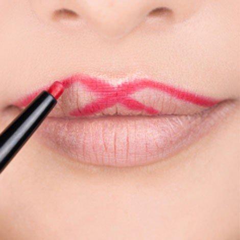 """aperfeiçoe o arco dos seus lábios, desenhando um """"X"""""""
