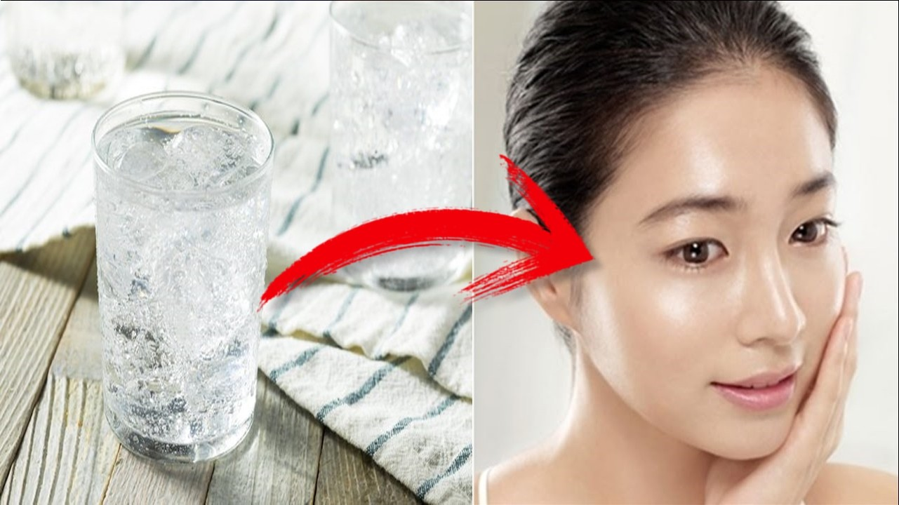 agua mineral no rosto para rejuvenescer a pele