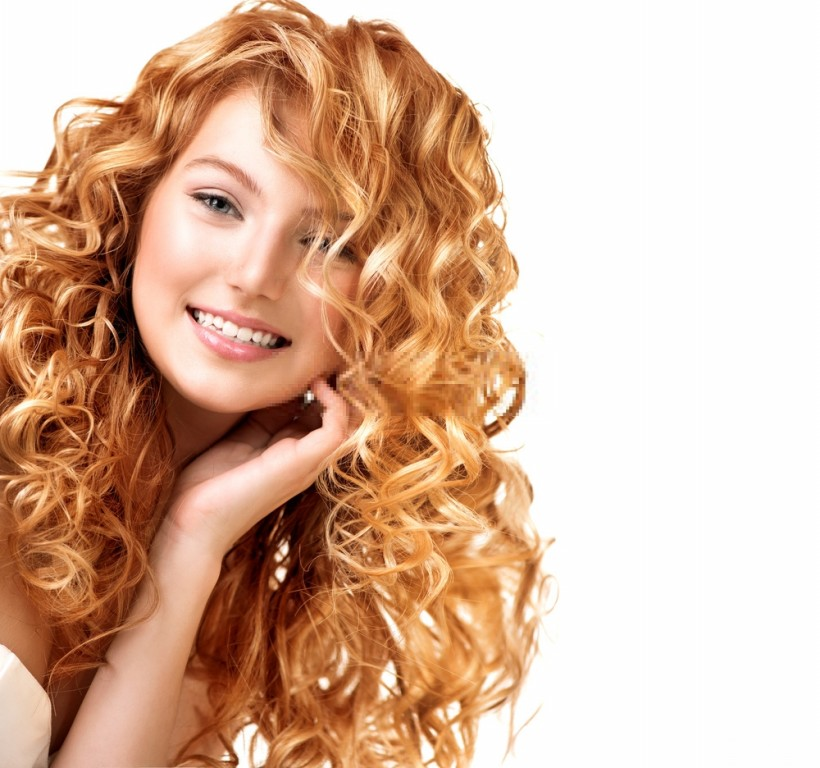 cabelos loiros cacheados