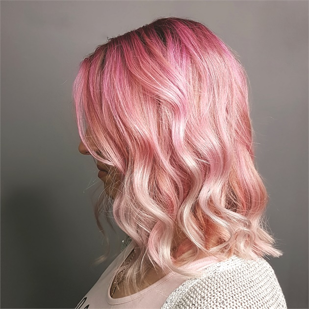 cabelo rosa pastel desbotado