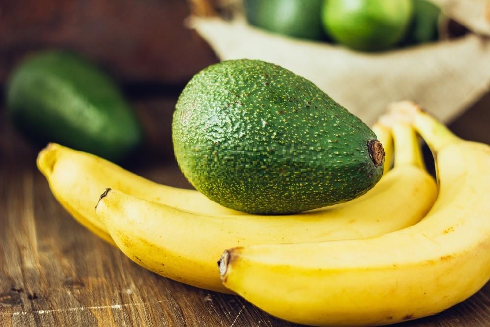 mascaras de abacate e banana para hidratar o cabelo danificado