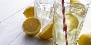 como usar agua morna com limão