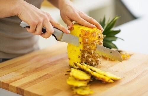 benefícios do abacaxi para eliminar toxinas e perder peso