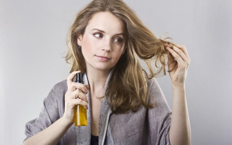 água de coco para controlar a oleosidade do cabelo