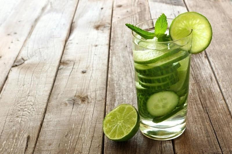 bebida com pepino