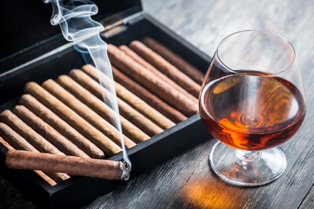 cigarro e bebida