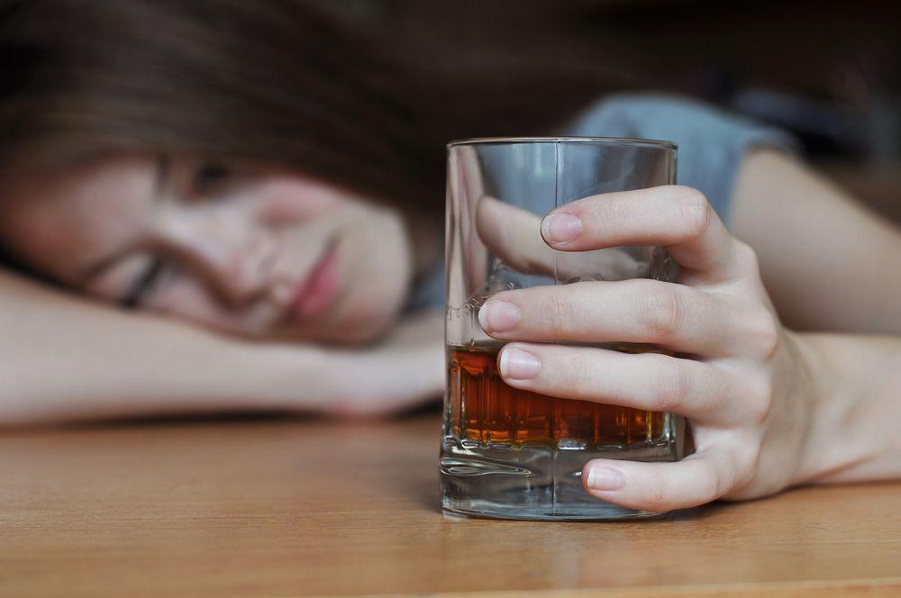 como a intoxicação por álcool é tratada