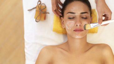 máscaras faciais com ovo para fechar os poros