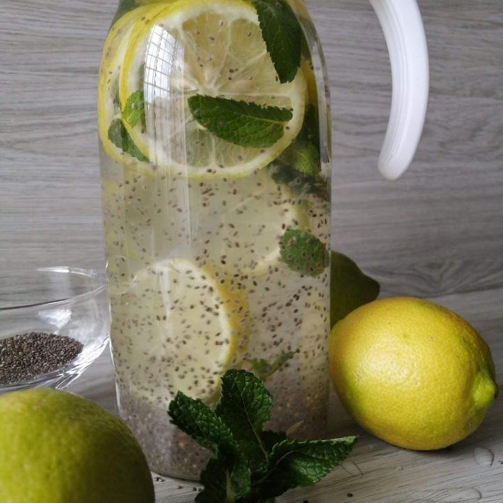 Água com limão e chia